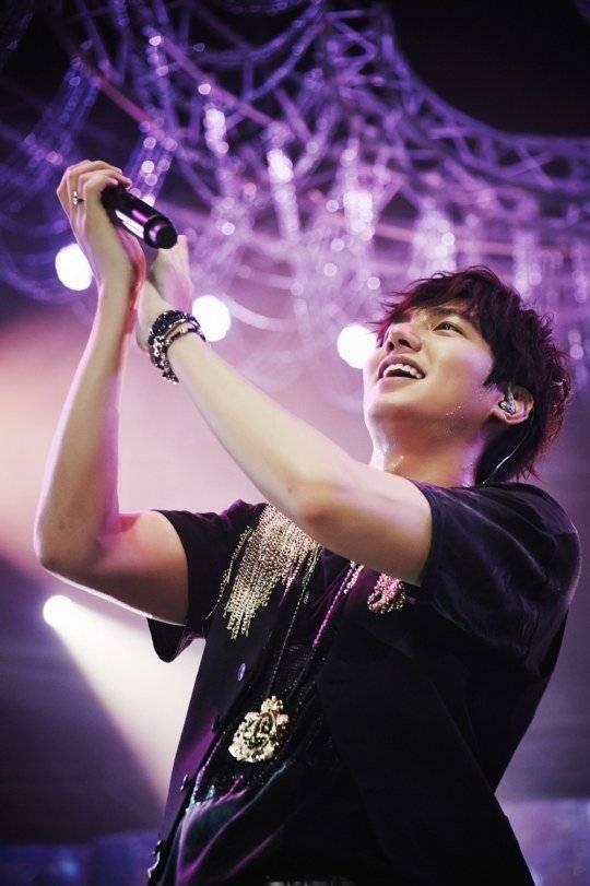Lee Min Ho �in�deki Konserini Ba�ar�yla Tamamlad� /// 28.10.2014