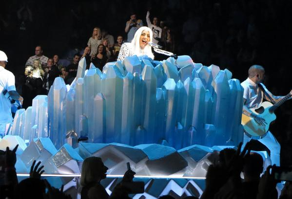 Over 200 pictures of Lady Gaga performing in London. Some great shots! http://t.co/YzR1vK0FEK http://t.co/grFN8jsRHy
