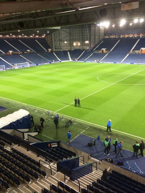 , @bbc5live Van  Gaal on the pitch ahead of 8pm kick off http://t.co/qfPsZihyUK