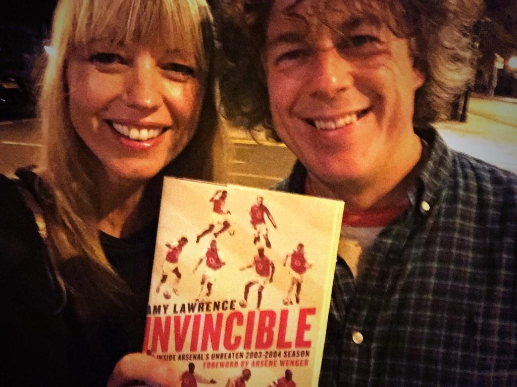 """RT @sarajcox: Here's hilarious @alandavies1 with a mad fan,brought together by a love for this book """"Invincible"""" by @amylawrence71 http://t…"""