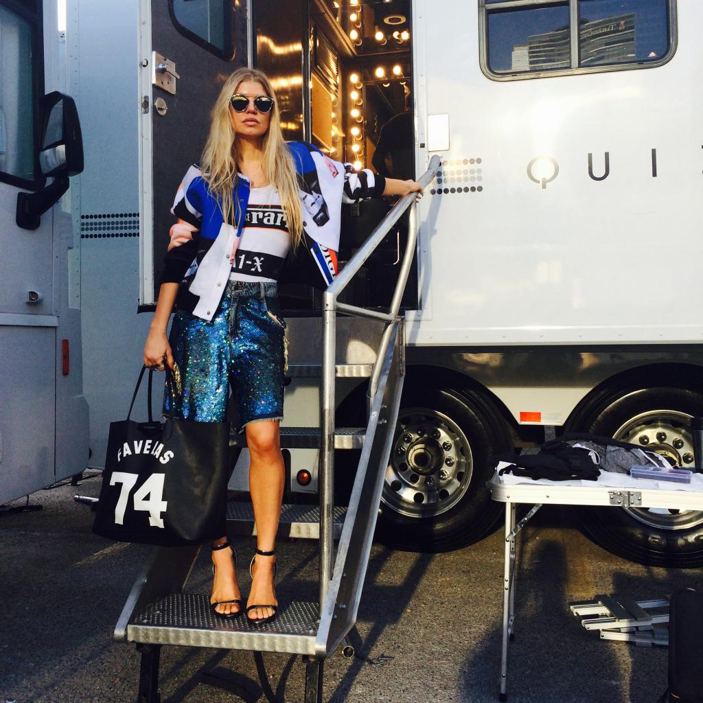 RT @FergieFootwear: #ICYMI: @Fergie arriving #onset of her #LALOVE #musicvideoshoot #Day1 in REIGN #strappysandals!http://t.co/nVKki3ovKh h…