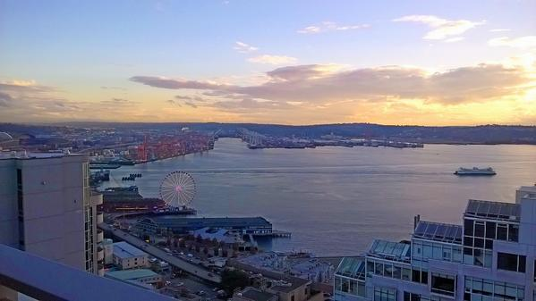 And my heart skips a beat. Captured this pretty picture of Seattle with my @NokiaUS Lumia. #styledbylumia #sp http://t.co/hgeDXM8gb5