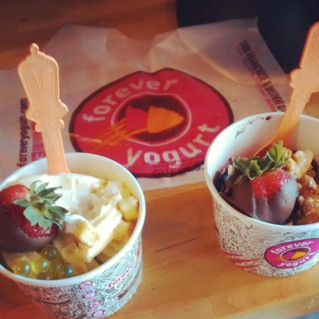 Retweet if you have a strong craving for froyo right about now. http://t.co/M24TENUYke