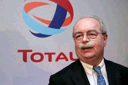 Le PDG de Total, Christophe de Margerie, serait décédé dans le crash de son jet à #Moscou >>> http://t.co/4z0LHMW6r8 http://t.co/CD1nGh4wOR