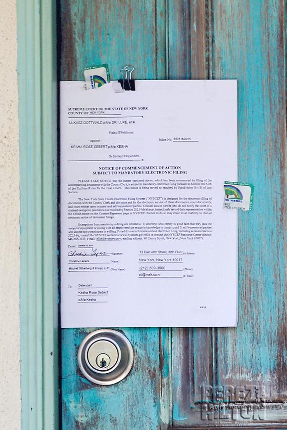 #Kesha served with #DrLuke lawsuit on her front door! http://t.co/9FJX3asYv0 http://t.co/KfbnLjBv0C