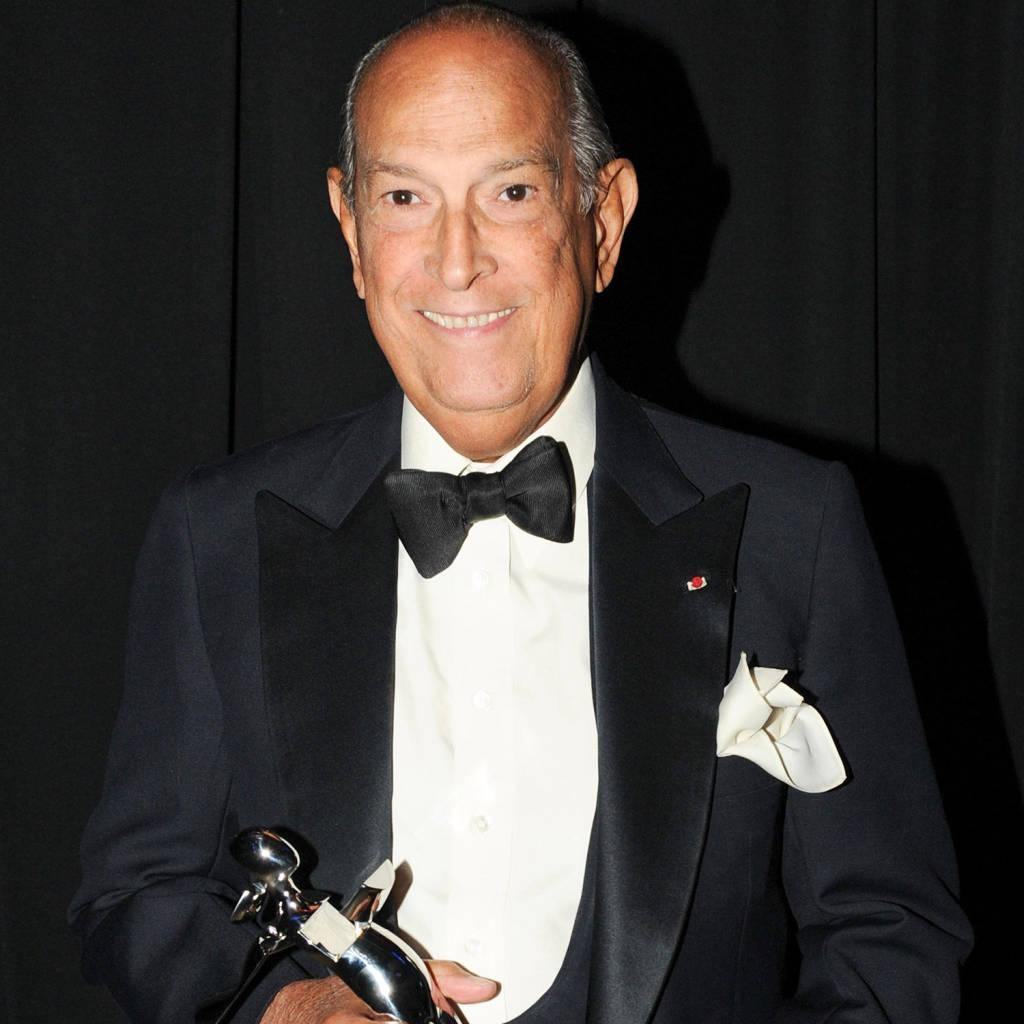 RT @harpersbazaarus: We remember Oscar de la Renta, who passed away tonight at the age of 82: http://t.co/UH8gADk1BE http://t.co/5PDgCudWBl