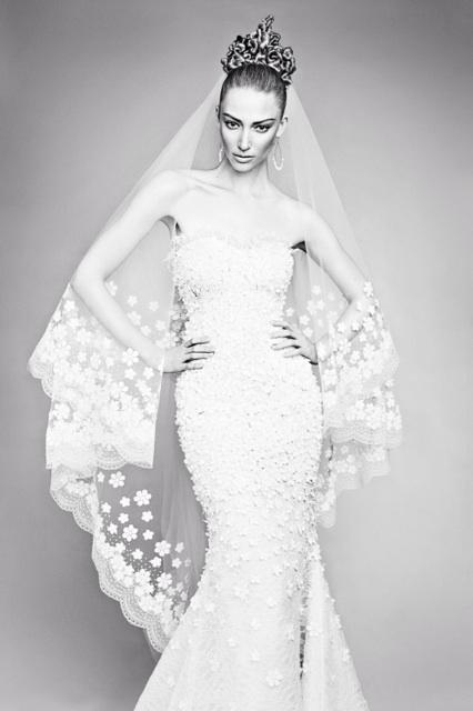 An all time fave shot for @WeddingbellsMag: dress & veil #oscardelarenta from @whiteTO_MTL. Photo #chrisnicholls. http://t.co/2MlH6mBDwV