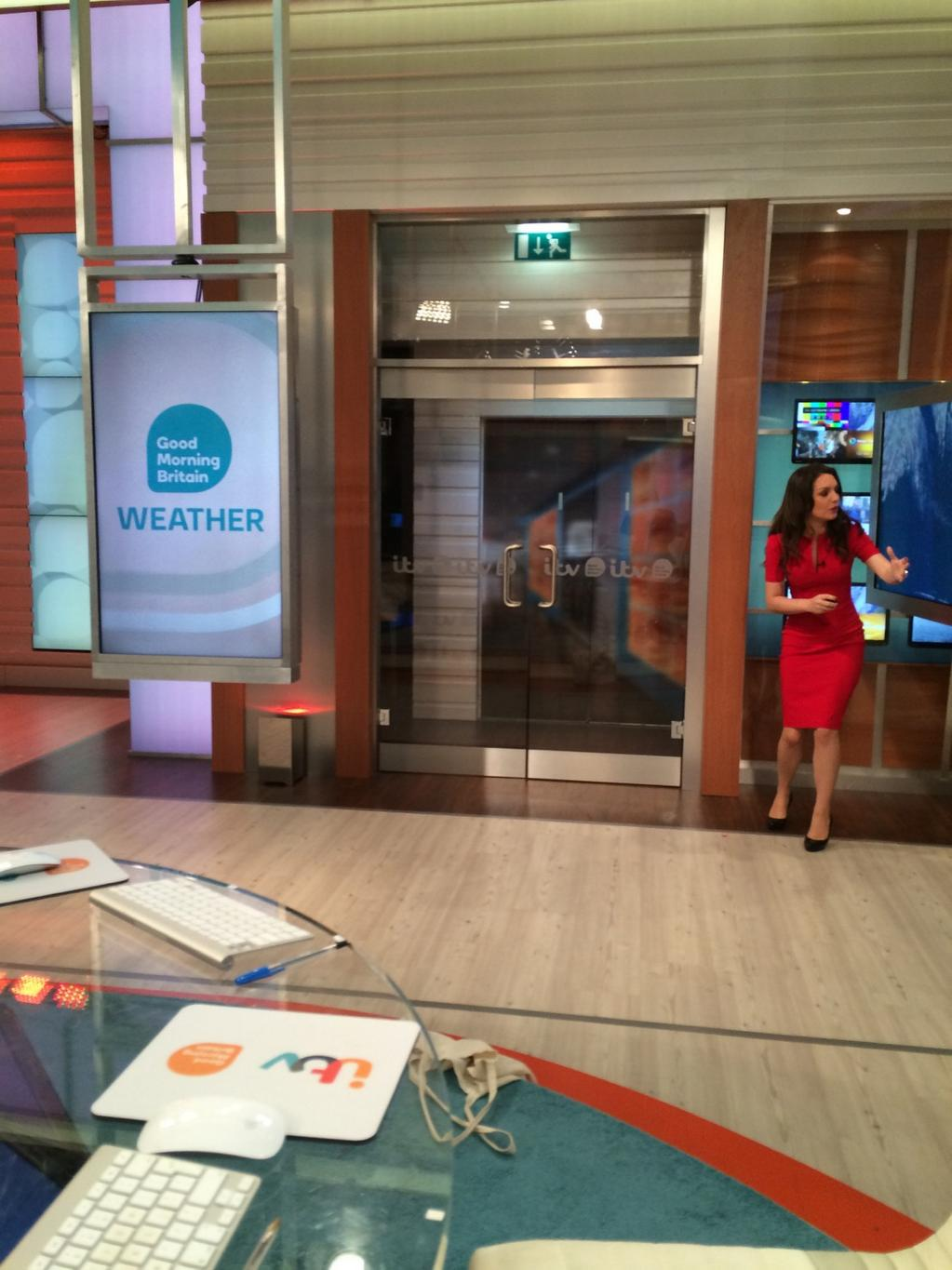 You can tell it's serious @Lauratobin1 going through weather with a point and dip!! @GMB http://t.co/jqPGxK7OHc