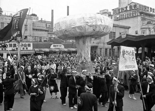 Amazing images from the urban Japan of the 1950s  http://t.co/ZxJx99UuUI v @TheAtlantic http://t.co/lvSn9sSSMQ