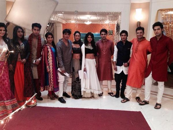 Kaisi yeh yaariaan on twitter quot selfies frm diwali celebration on kyy
