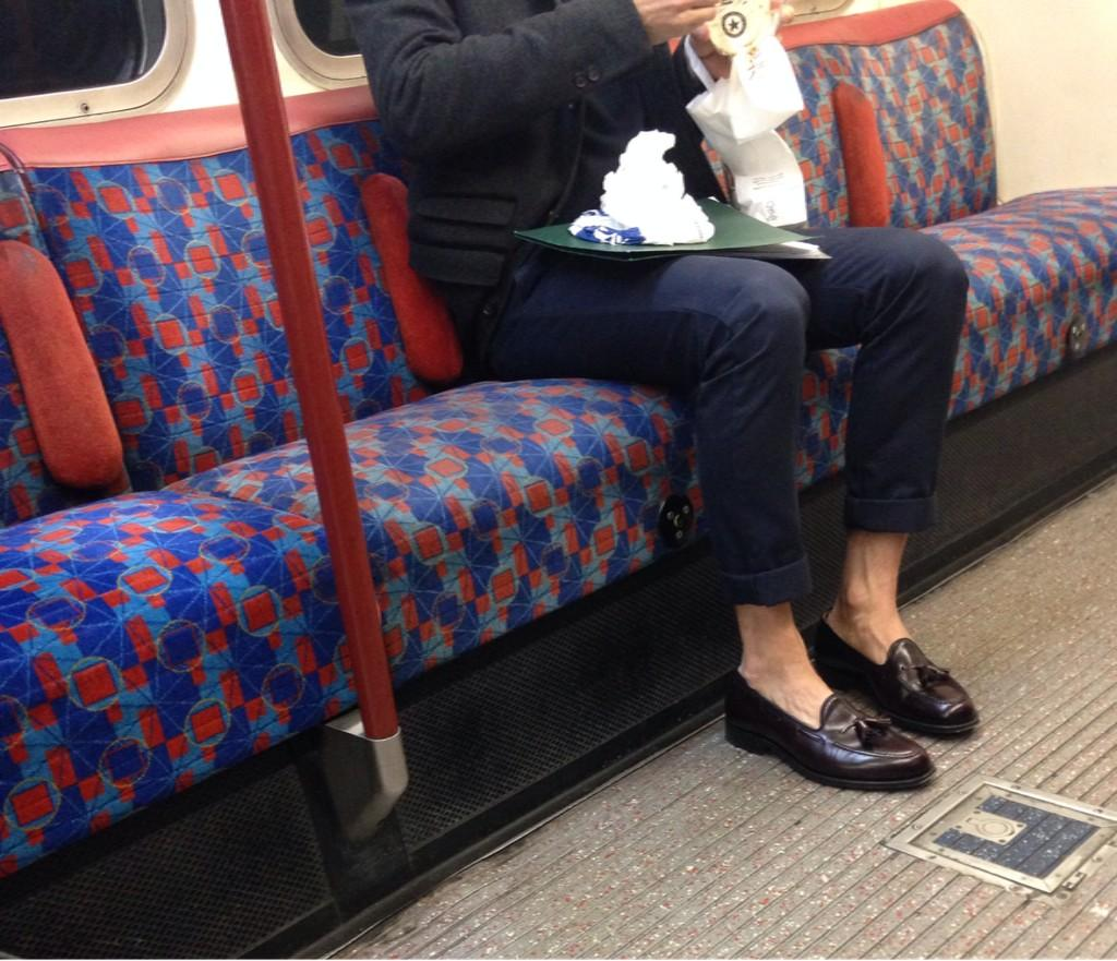 Bloke in skinny jeans?✔️ No socks?✔️ Eating coleslaw at 9am?✔️  If I wasn't on this tube I'd throw myself under it http://t.co/VJBm2CMb6U