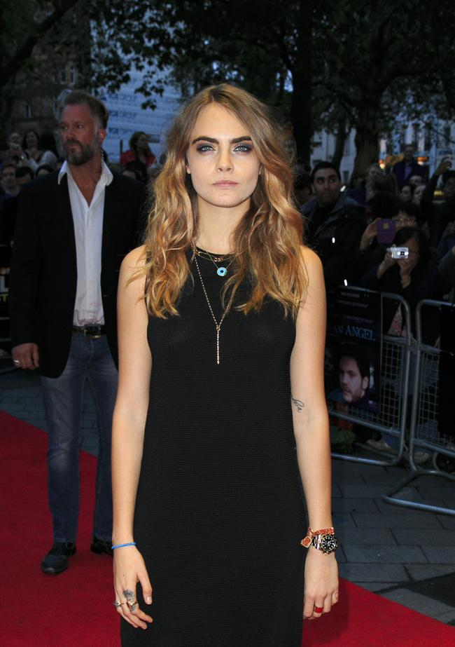 "RT @MTVUK: #TheFaceOfAnAngel director reveals ""it took about two minutes"" to cast @Caradelevingne! http://t.co/7K7yDznSom http://t.co/5wwhT…"