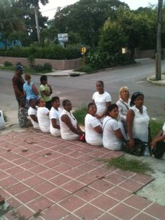 Damas de Blanco frente al tribunal de 10 de Octubtre exigiendo LIBERTAD PARA SONIA GARRO