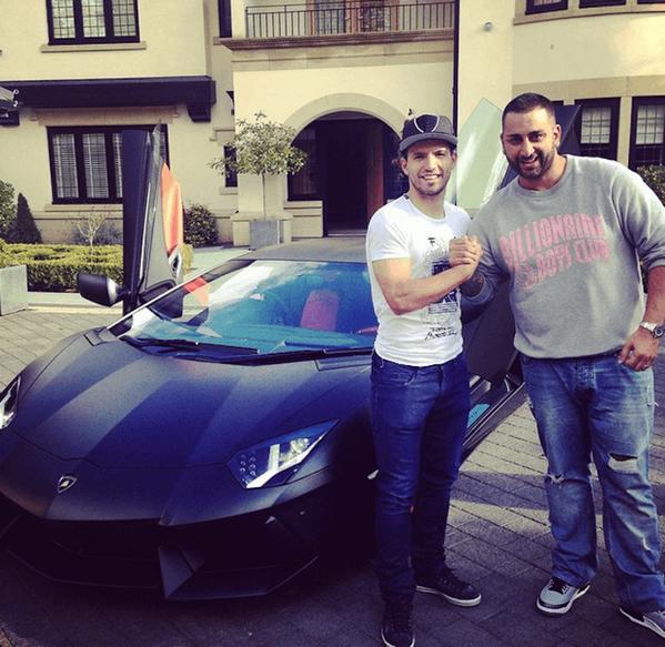 """""""El Kun"""" Agüero y su nuevo #Lamborghini Aventador, personalizado por #Yiannimize. ¿Qué te parece? http://t.co/rkVfTXIMfX"""