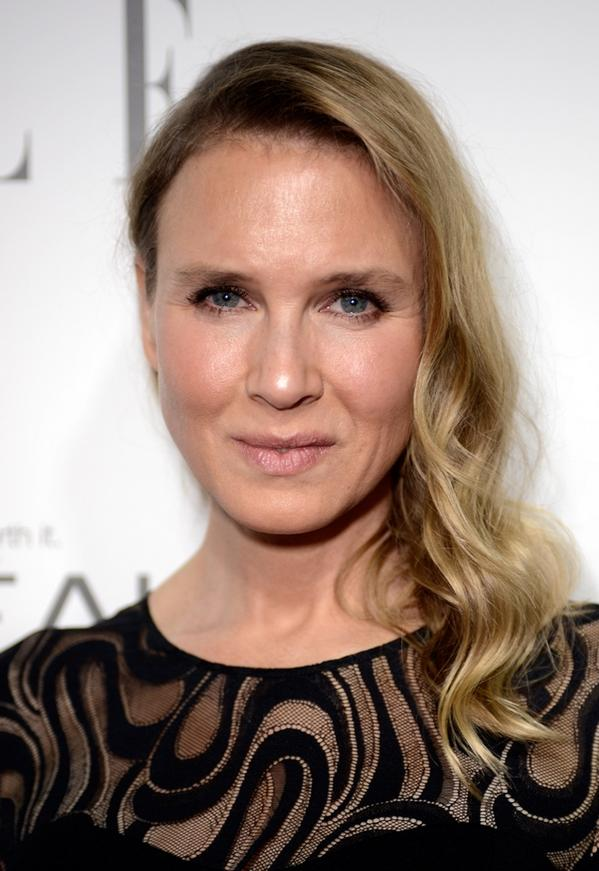 Renée Zellweger looks like a brand new woman :) http://t.co/XhLHEZpwjT http://t.co/8hVZ6nF1zn