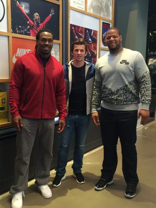 Think I'll have to get on the weights to catch up to these two... @sj39 @NdamukongSuh Good to meet you guys 😂 http://t.co/4cl7ma0K1O