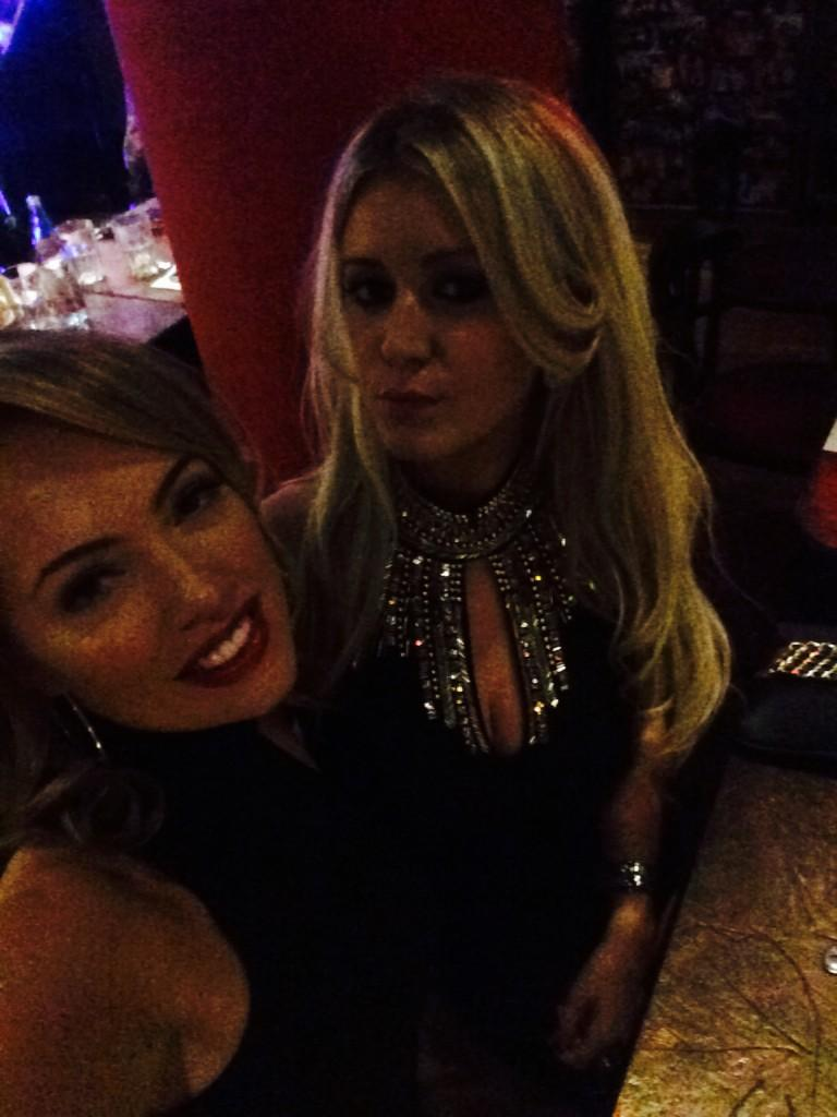 Current settings with this beauty 💖 #cirospizzapomodoro happy bd baby 💋 @rebeccaukmodel http://t.co/WzF7wPODgv