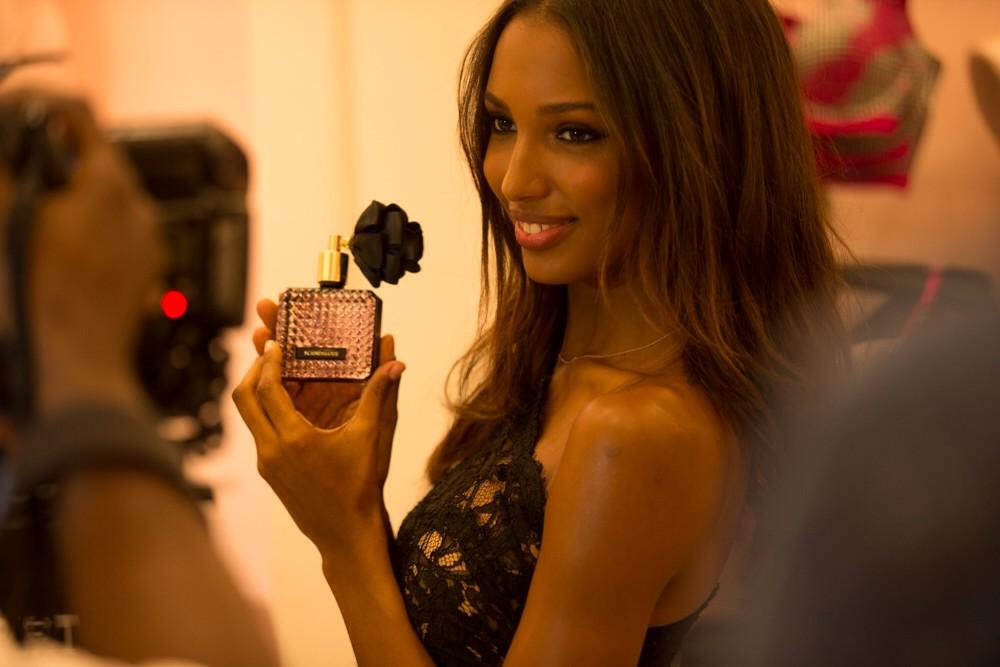 RT @VictoriasSecret: Miami!! @JasTookes is at Lincoln Rd right now. Come on over & get ur pic w/ her! #BeScandalous http://t.co/9D5DSjqifo