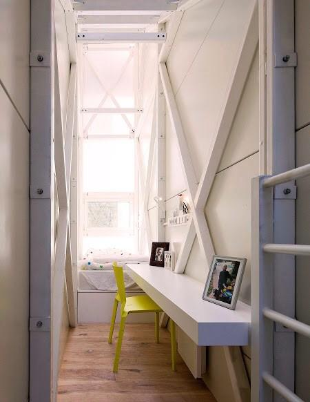 littlelondonliving on twitter the keret house the most smallest house in the world has stairs smallesthouse smallesthouseintheworld - Smallest House In The World 2014