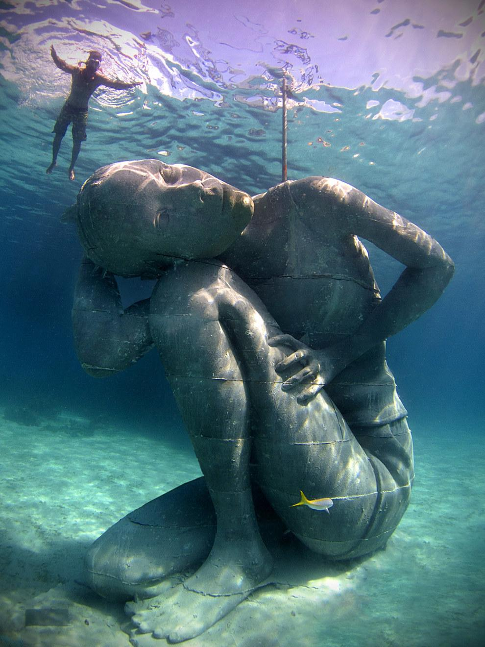RT @BuzzFeed: An 18 foot, 60 ton girl holds up the ocean in the World's largest ever underwater sculpture http://t.co/ZbpetAH0K8 http://t.c…