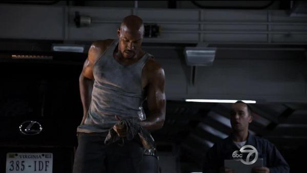 You know you're in deep with the girl when you start checking out hunky men for her.  #AgentsofSHIELD http://t.co/uboSF98jU6