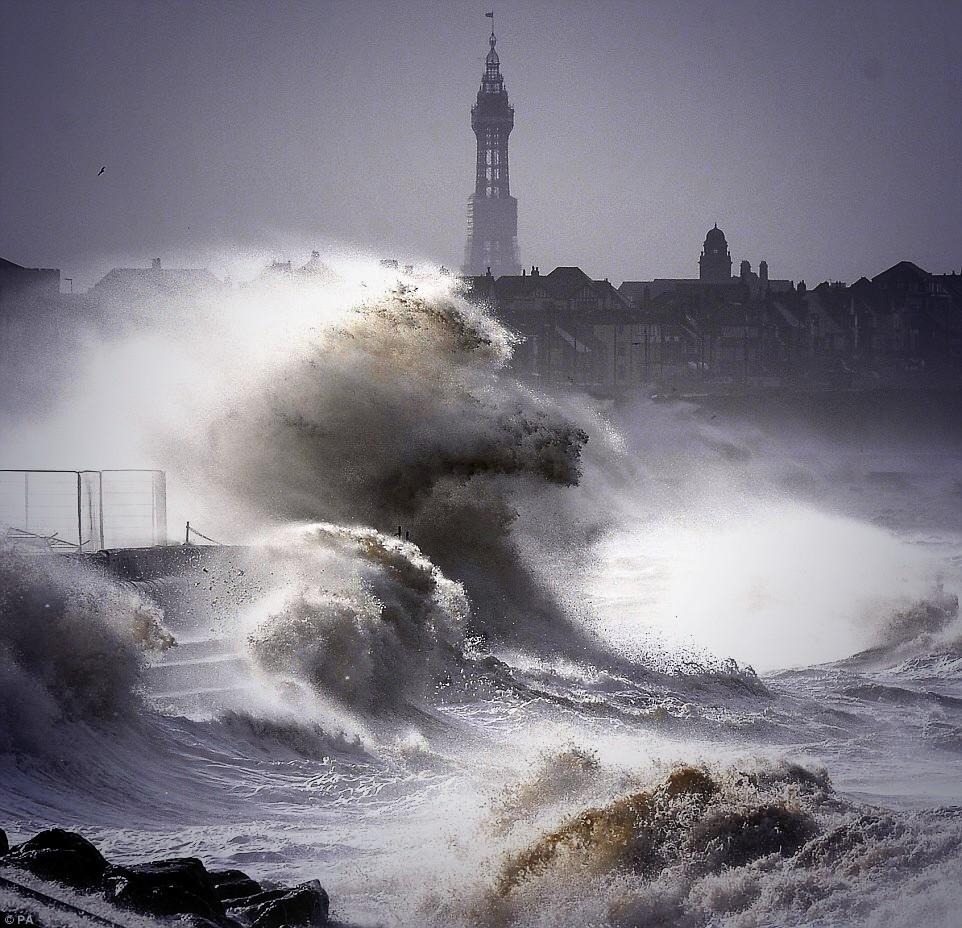 RT @claralou3819: #blackpool was making #waves today! #windy #seasiders @BBCNWT http://t.co/CqKMTKF4la