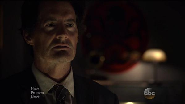 Teaming up with Hydra? Not sure how I feel about this? #AgentsofSHIELD http://t.co/aY4UqGeEPK