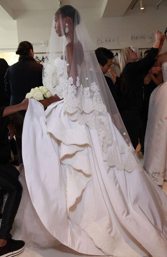 Hommage à Oscar de la Renta, disparu lundi, retour sur ses plus belles robes de mariée http://t.co/FdPAeJ1S2D http://t.co/idJIxnohTF