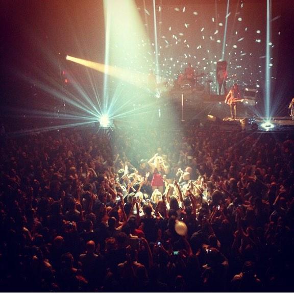 So proud of my babe @hollysiz tonight at L'Olympia in Paris  RG@rubenalves09 http://t.co/xqaXFYaZtv