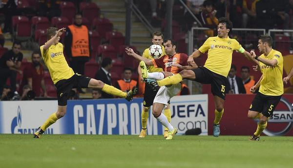 Pandev is surrounded by four Dortmund players