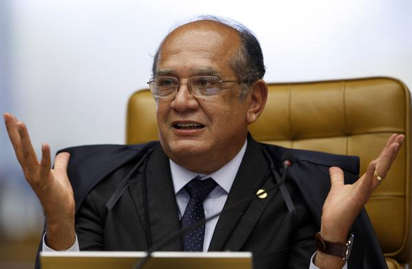 Gilmar Mendes pergunta, irônico, se Lula fez teste do bafômetro antes de discurso em BH. http://t.co/WUt9c0hRTX http://t.co/IwM73zMtzT