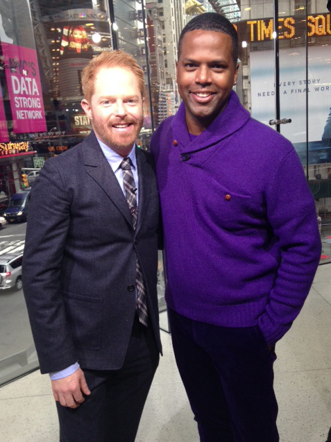 """RT @extratv: Tonight on #ExtraTV: @AJCalloway chats with """"Modern Family's"""" @jessetyler in our NYC studio @HMUSA. Tune-in http://t.co/I3YgKw…"""