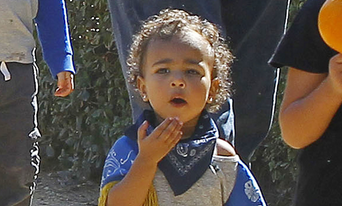 So cute! North West blows kisses in a pumpkin patch: http://t.co/oAX7GCRp1S http://t.co/pLfvn5fDVH