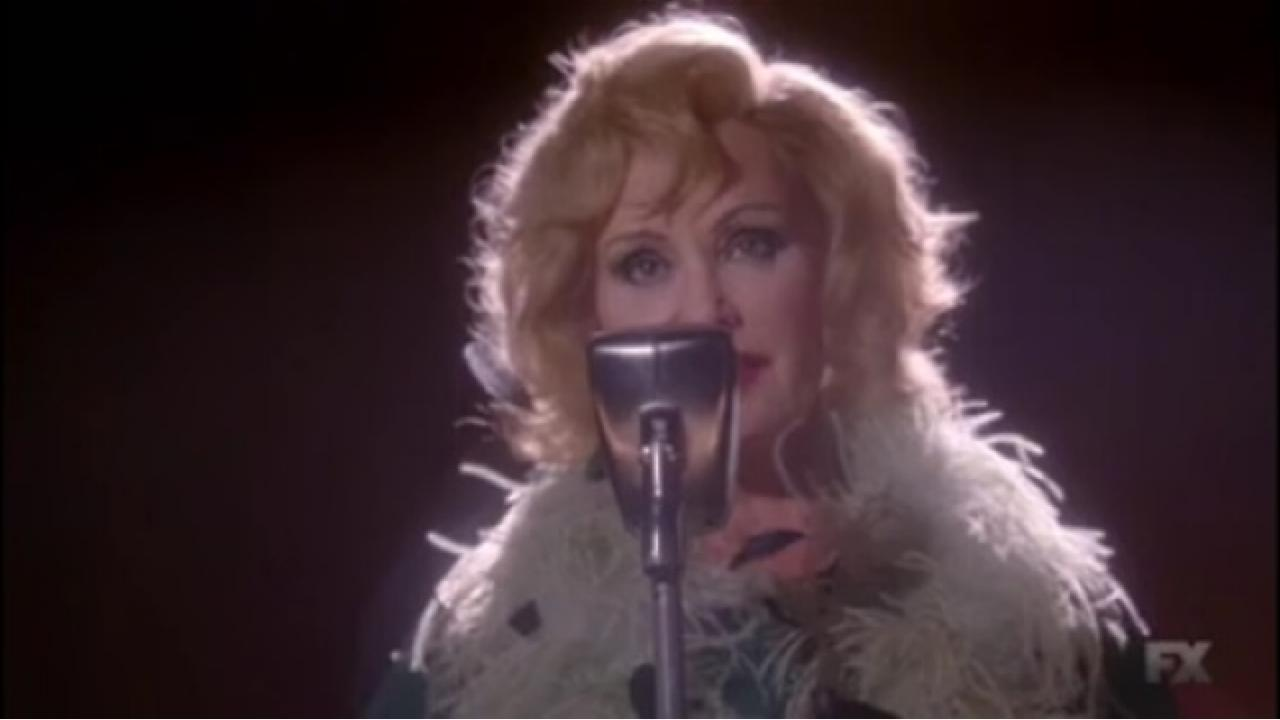 RT @vfhollywood: Watch American Horror Story's Jessica Lange cover Lana Del Rey. http://t.co/qTO4LSPJU2 http://t.co/MWsjF7vVBf