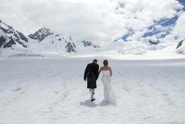 Adorable and heartwarming wedding photo shoot at Mount Cook, #NewZealand. http://t.co/cj7w4zicuE