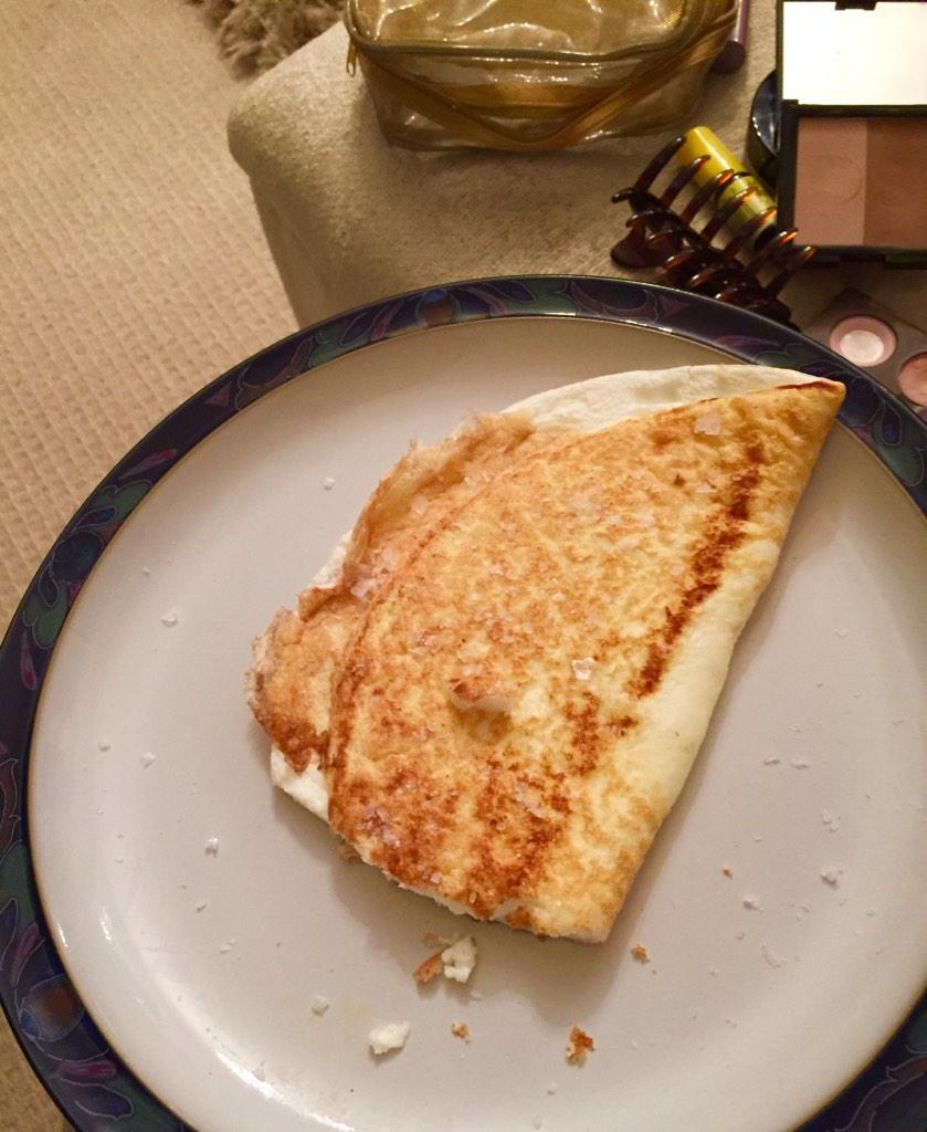 Up early for #BinABraCampaign for @ITVLorraine - @hughhanley just made me breaky! Egg white omelette #besthusbandever http://t.co/nvdGIEPEJq