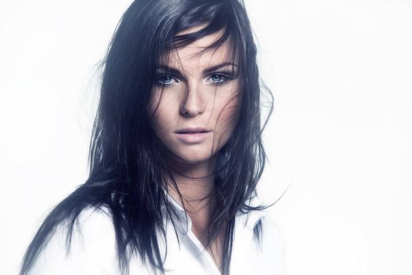 Le Topic des plus belles femmes au monde - Page 15 B0noK8GIEAAYmYa