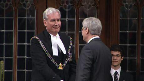 Prime Minister Harper thanking Kevin Vickers for his remarkable act of courage yesterday @pmharper from @cbc http://t.co/vgKiIXt5n3