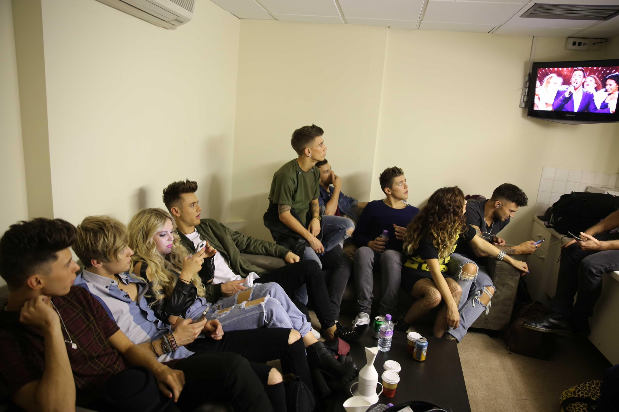 We've uploaded some exclusive BTS pics from last week's @TheXFactor on our FB! Like this one…http://t.co/hJu7l0eR3O http://t.co/grcmhPR1ym