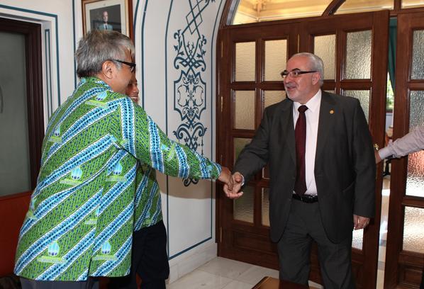 More photos of the visit from Mercu Buana University this morning #Jakarta #InternationalEducation http://t.co/rO0qIsRRlP