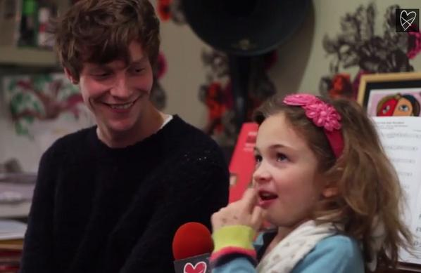 WATCH: @DROWNERSBAND frontman Matt Hitt chats with a 7 yr old about London, pubs and the 60s: http://t.co/gXgkizpBsp http://t.co/nbqVTukzrN