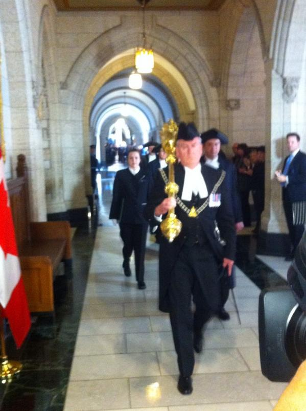 Large round of applause as the sergeant at arms enters the House of Commons #cdnpoli http://t.co/6F4uHfSV9p