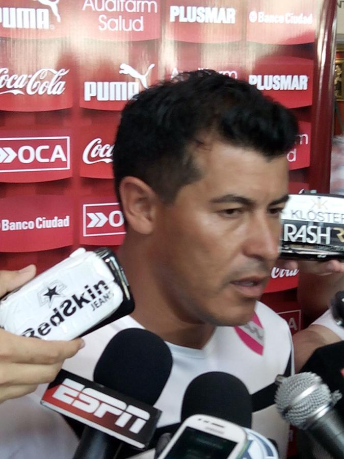 """Almirón: """"Tenemos que ganar y esperar"""""""