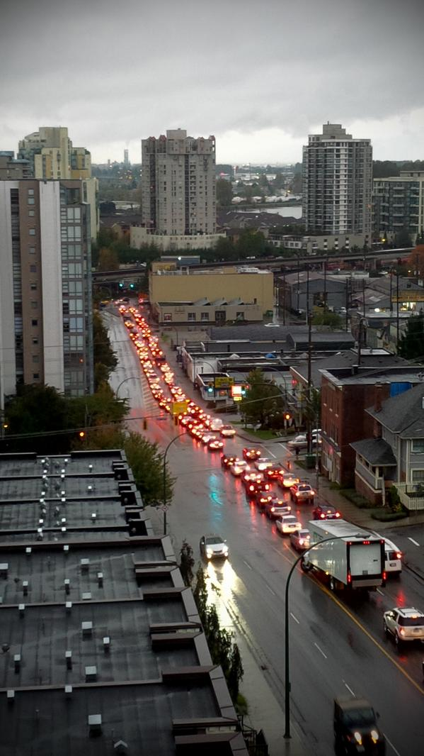 Royal Ave still backed from Stewardson up past Eighth Avenue. #NewWest @news1130traffic http://t.co/75wqjDZlFa