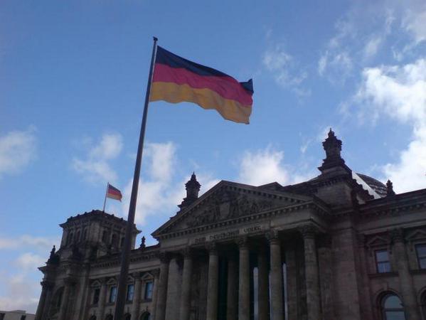 Los periódicos alemanes se rinden ante Google News y piden volver a ser indexados http://t.co/jkRdXGHeUs http://t.co/C74GhNxzj5