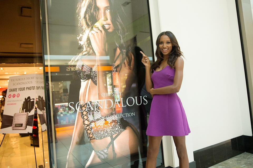 RT @VictoriasSecret: Look who it is! @jastookes says hello to a familiar face in Miami. #BeScandalous http://t.co/SqR2AgjYr3