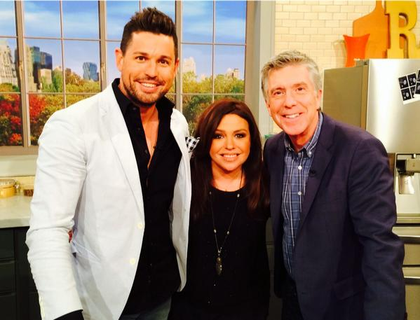 I never, ever loose it when I meet stars. But no joke I'm a big @Tom_Bergeron fan. Such a class act @RachaelRayShow http://t.co/RS1repH8cg