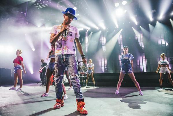You can still watch @Pharrell's #itunesfestival show free for a limited time on iTunes. http://t.co/YgM96zTq0x http://t.co/pMyfwaEh7i