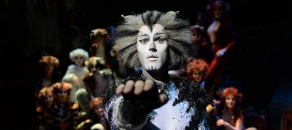 We are also excited to reveal the FULL CAST LINE-UP for #CatsLondon opening in a few weeks! http://t.co/Z3AWYweqiX