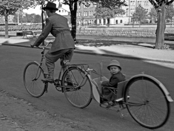 Early bike trailer #vintage #history #cycling http://t.co/1gg1kW6XTI